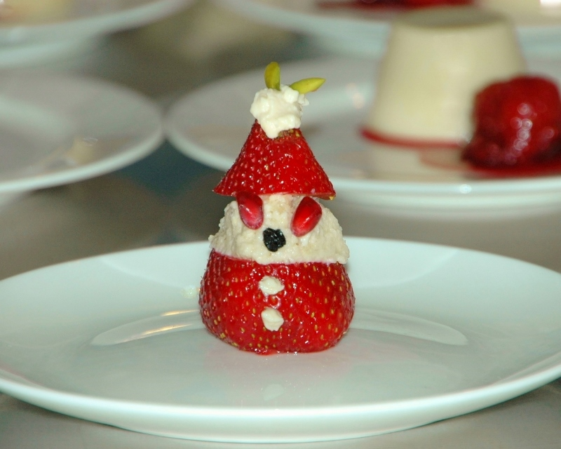 vegan strawberry santa 2 (800x640)