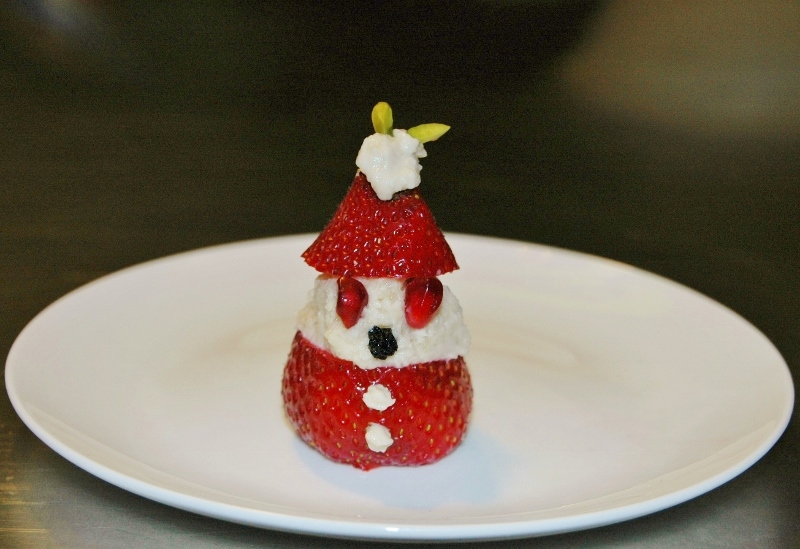 vegan strawberry santa 3 (800x549)