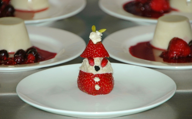 vegan strawberry santa (800x495)