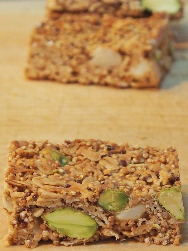 crunchy quinoa muesli bars