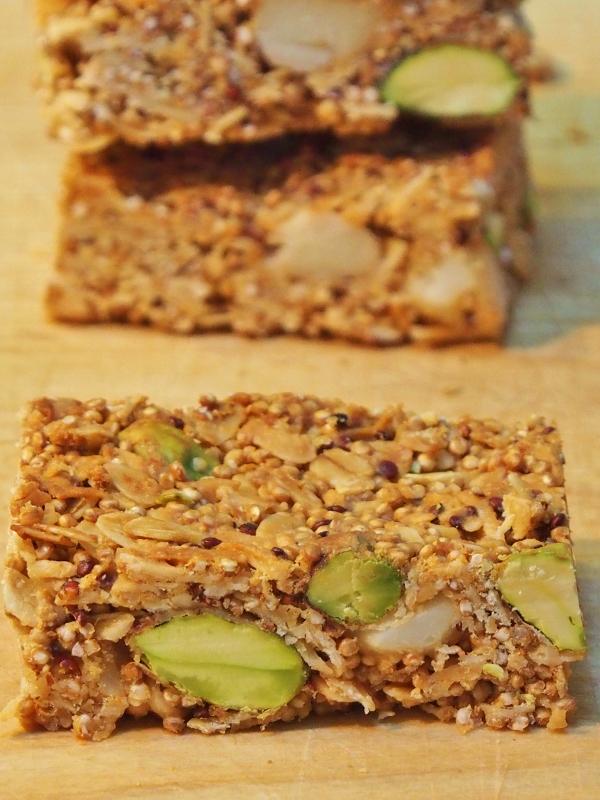 crunchy quinoa muesli bar