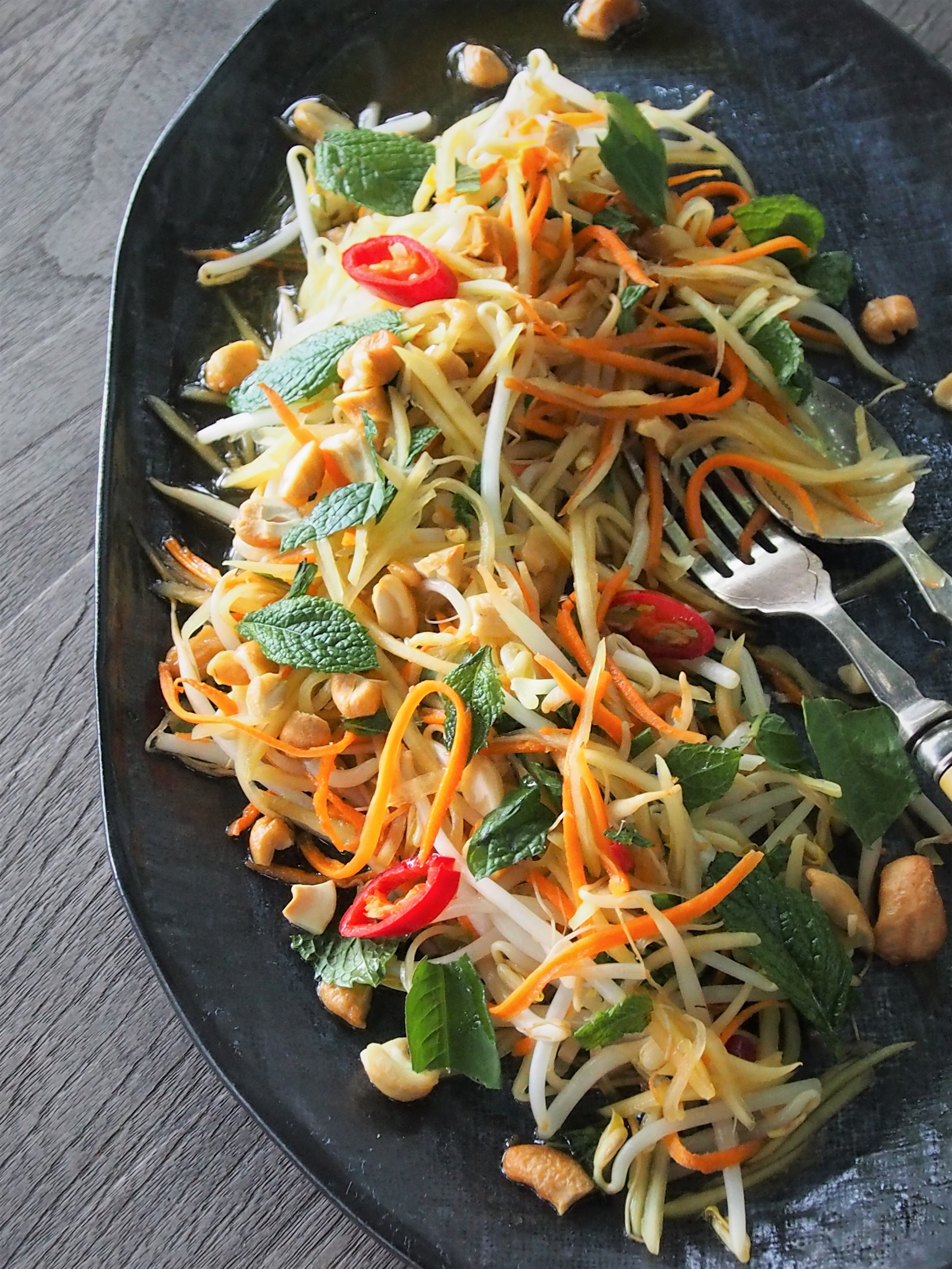 how to eat papaya salad